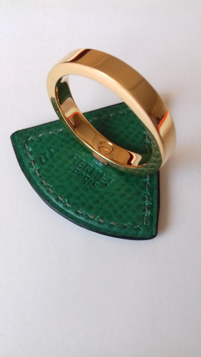 Hermès Ring Scarf of Jewel Ring in Green Courchevel Leather Golden Hdw RARE For Sale 1