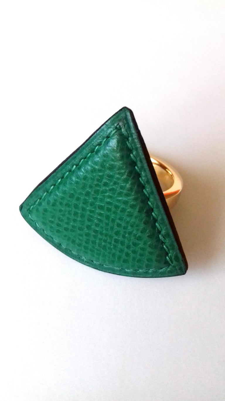 Hermès Ring Scarf of Jewel Ring in Green Courchevel Leather Golden Hdw RARE For Sale 3