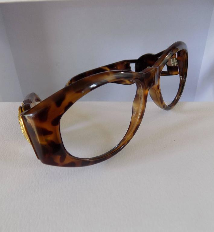844dc441f6 Gianni Versace Tortoise Frame Totally made in italy Model name 424 Gold  tone logo on both