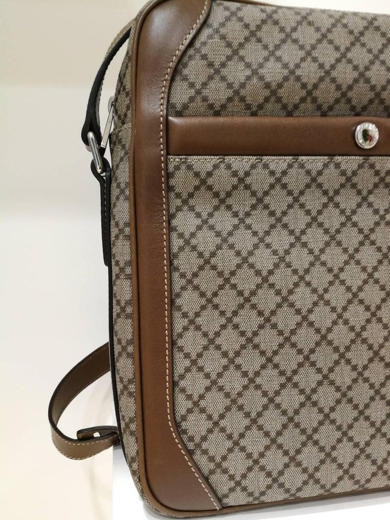 Women's or Men's Gucci GG Brown NWOT Shoulder Bag For Sale