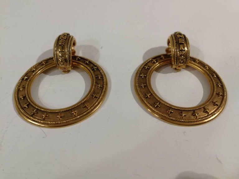 Women's Chanel gold tone clip-on earrings For Sale
