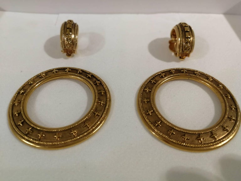 Chanel gold tone clip-on earrings For Sale 5