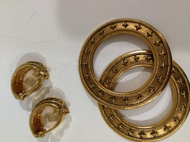 Chanel gold tone clip-on earrings For Sale 7