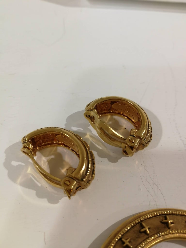 Chanel gold tone clip-on earrings For Sale 8