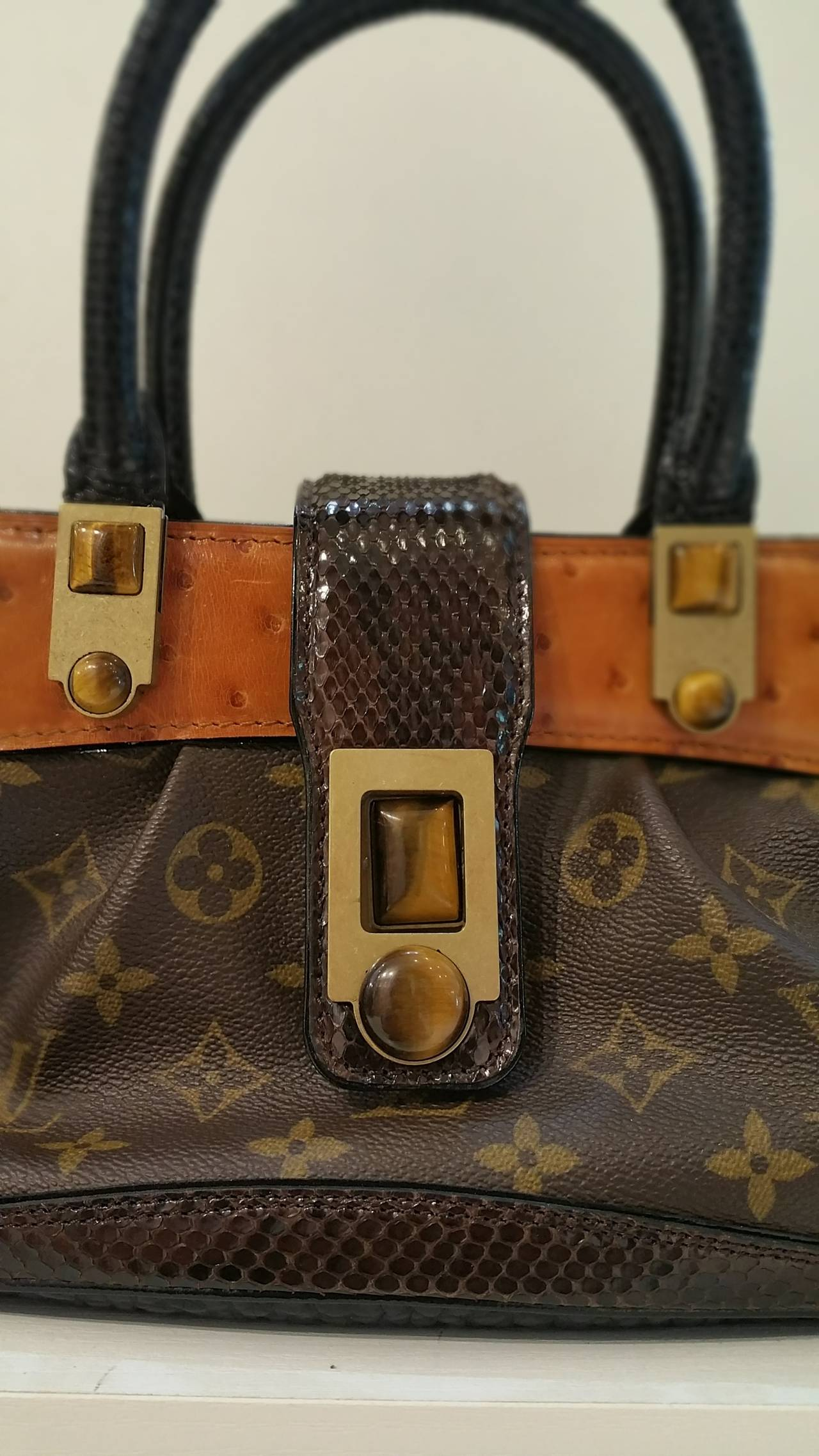 7760fd4d06c0 This is the stunning and authentic LOUIS VUITTON Waltz MACHA Exotic Ostrich  Bag. This Louis