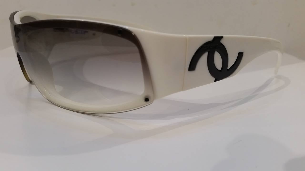 1980s Chanel black & white sunglasses 4