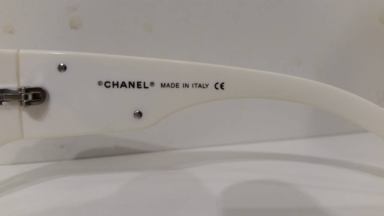 1980s Chanel black & white sunglasses 5