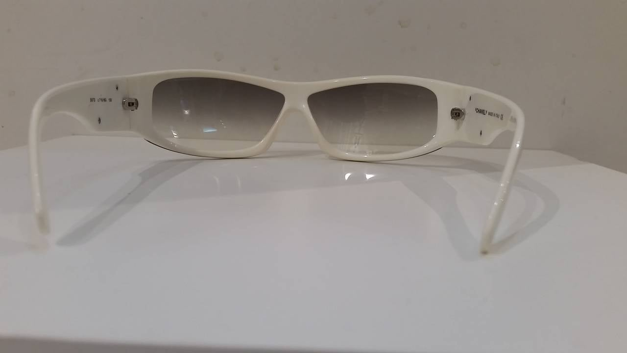 1980s Chanel black & white sunglasses 3
