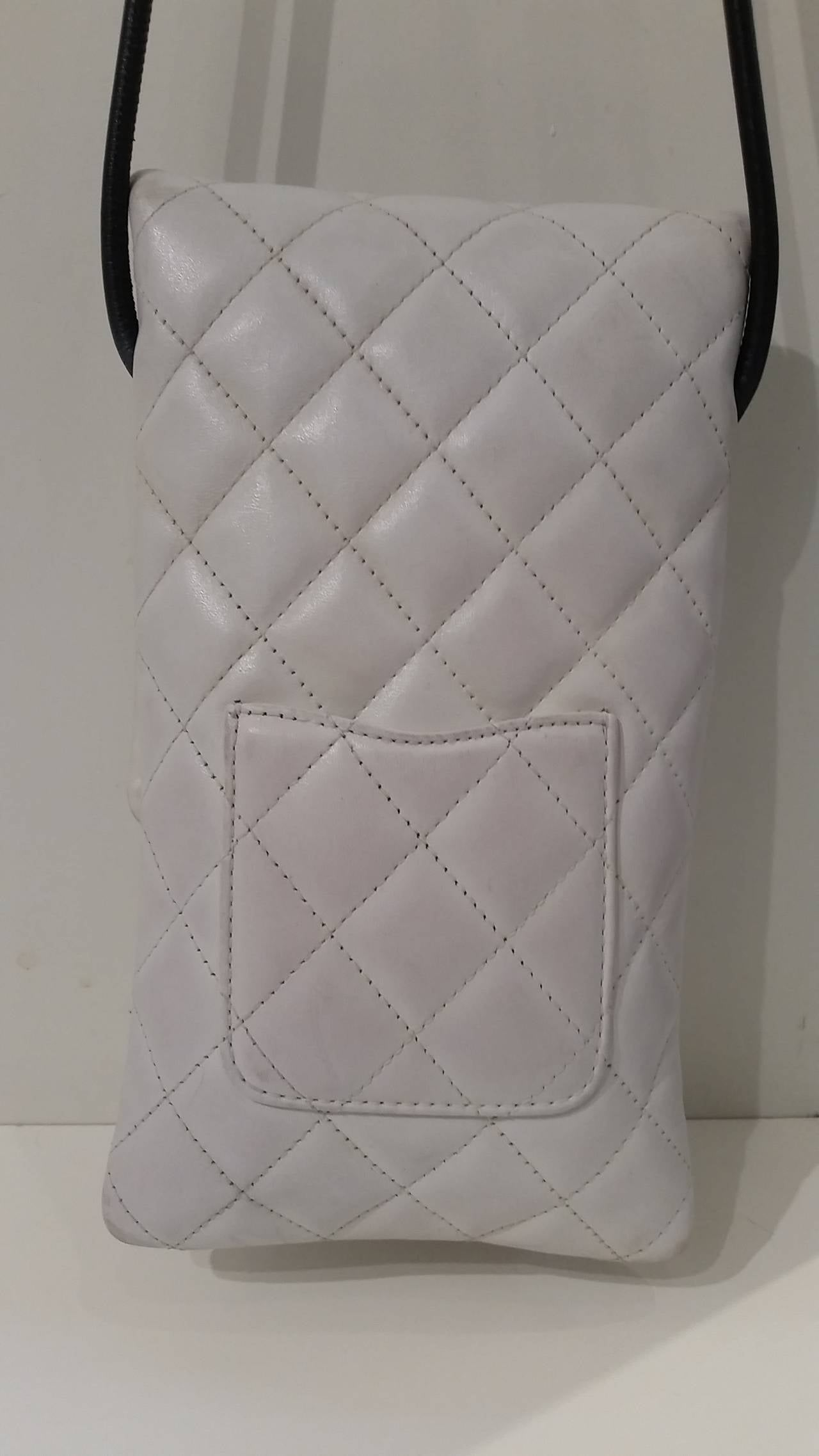 2004 Chanel white cambon shoulder bag with CC Python skin In Good Condition For Sale In Capri, IT