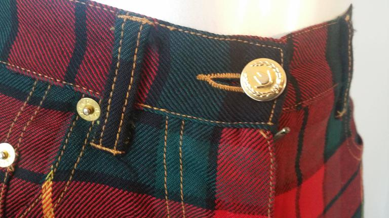 1980s Moschino iconic eighties jeans SeNeImporta (Who cares) tartan high waisted pant in Denim size 29 