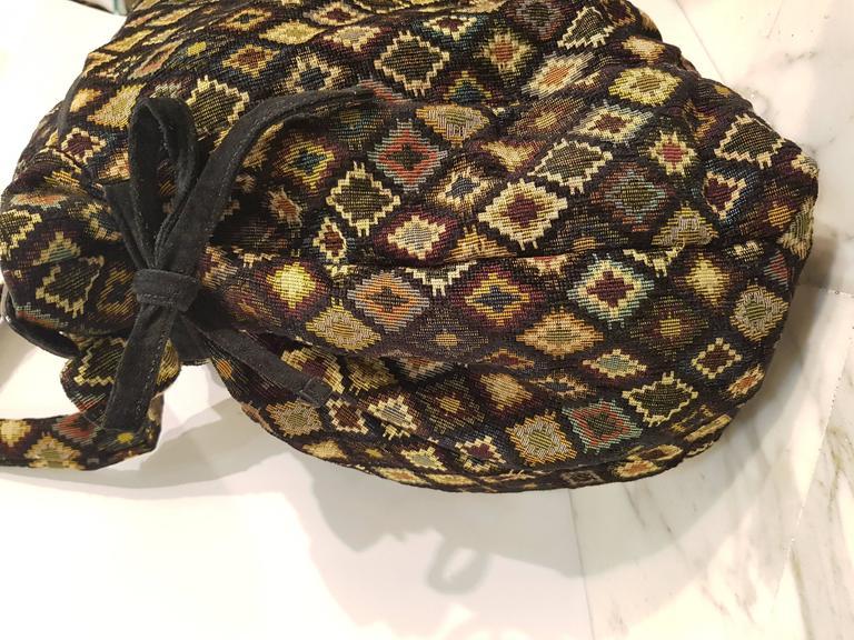 Women's or Men's Gucci Gold Tone Logo shoulder bag For Sale