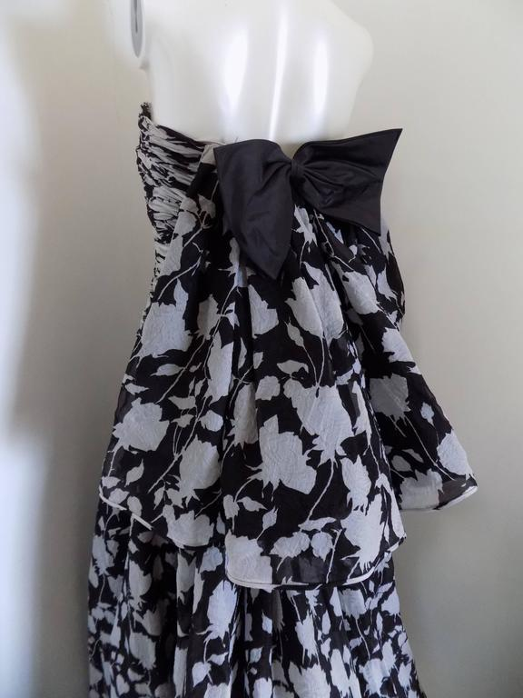 Women's 1980s Valentino Museum Piece White and Black dress For Sale