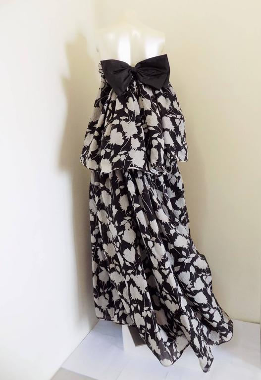 1980s Valentino Museum Piece White and Black dress In New Never_worn Condition For Sale In Capri, IT