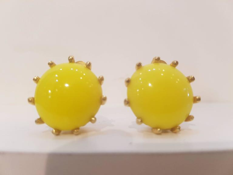 1980s Elsa Schiaparelli yellow clip-on earrings In New Condition For Sale In Capri, IT