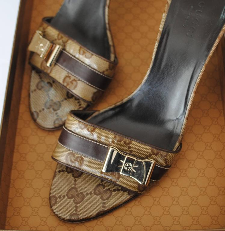Black Gucci GG Logo Sandals Gold tone bows For Sale