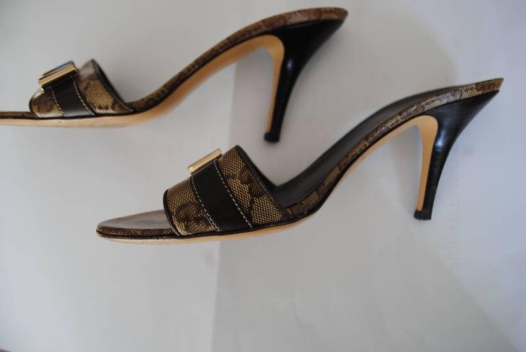 Gucci GG Logo Sandals Gold tone bows For Sale 1