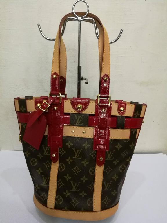 Brown Louis Vuitton Monogram Rubis Neo Bucket Tote For Sale