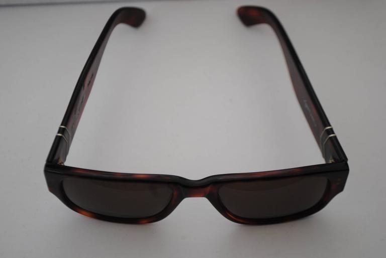 Vogart Police Brown Sunglasses  Sunglasses measurements 14 cm x 14 cm Glasses measurements: 5.5 x 4 cm