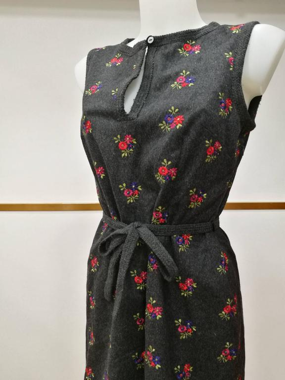 1990s Moschino Grey Embellished Flowers Dress  Sleeveless dress with belt   Totally made in italy in italian size range 46  Composition: 70 wool 25 polyamide 5 cashmere  Lining: Polyamide
