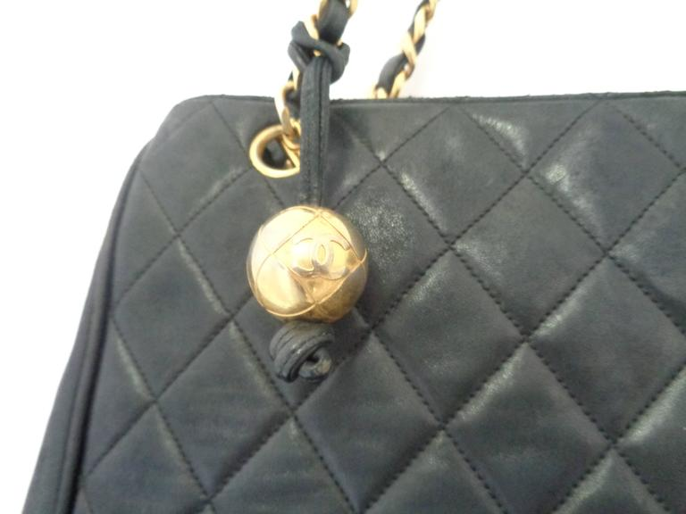 1980s Chanel black leather Shoulder Bag In Fair Condition For Sale In Capri, IT
