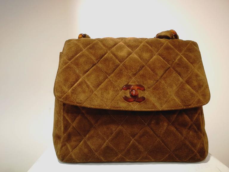 Brown Chanel brown suede baguelite shoulder bag For Sale