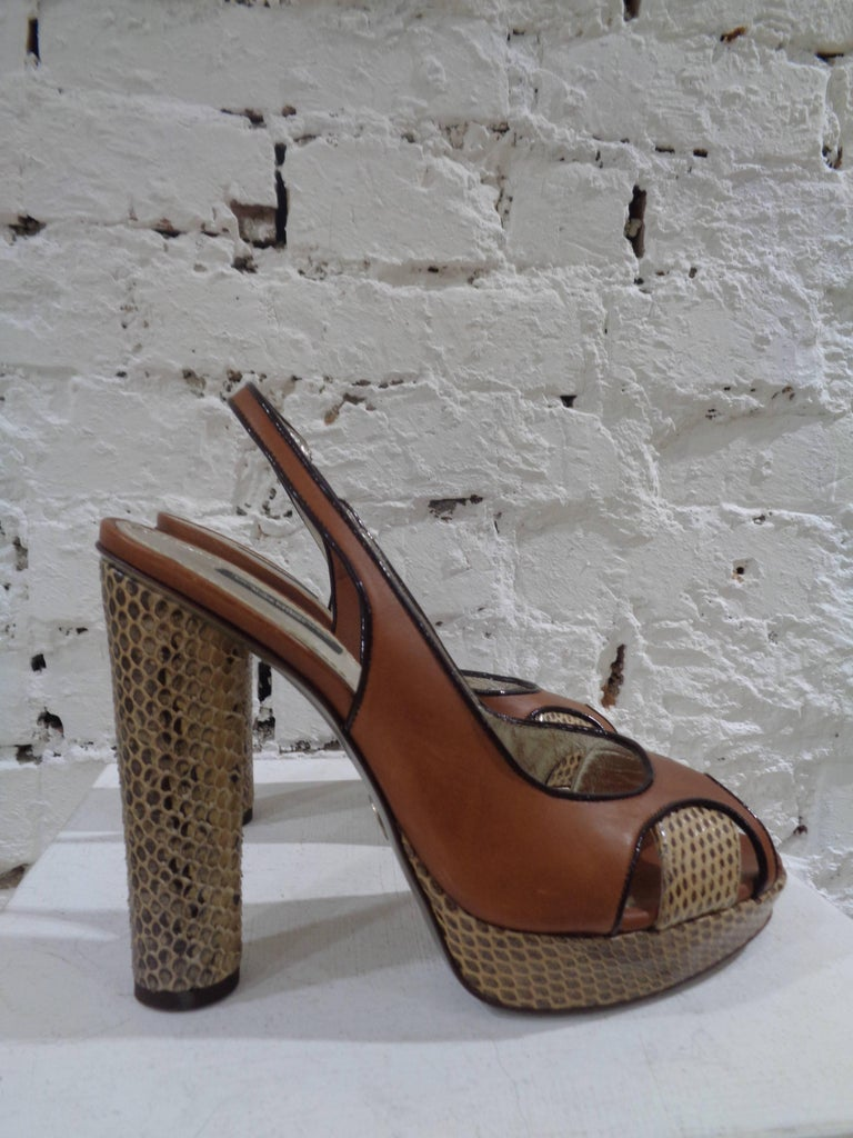 Dolce & Gabbana brown python skin sandals In Excellent Condition For Sale In Capri, IT