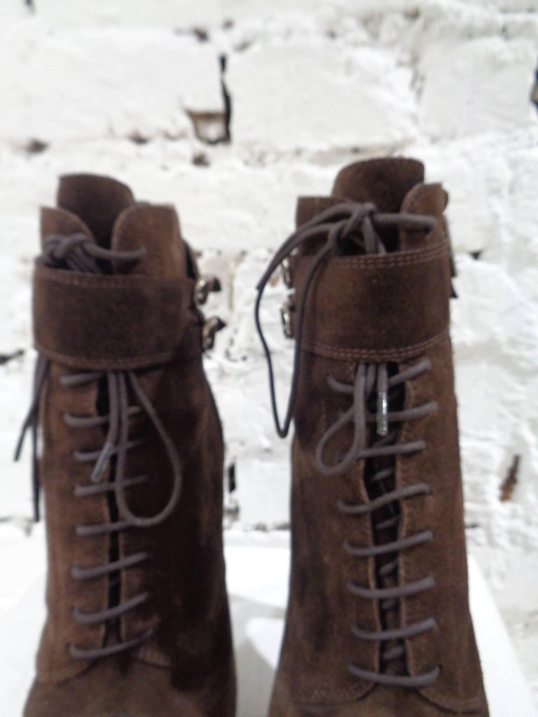 Yves Saint Laurent brown suede boots In New Condition For Sale In Capri, IT