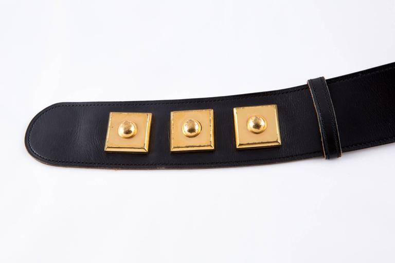 Gorgeous black box calf leather Hermès belt featuring plated gold hardware details, snap opening, adjustable length by three gold plated square snap. The interior is in camel leather with Hermes Paris, 24 Fbg Saint-Honoré stamp.  Total maxi length: