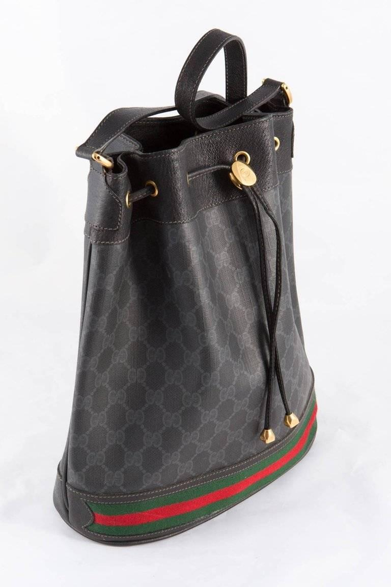 d7ce76c2f10 1980s Gucci Black Canvas Bucket Bag For Sale at 1stdibs