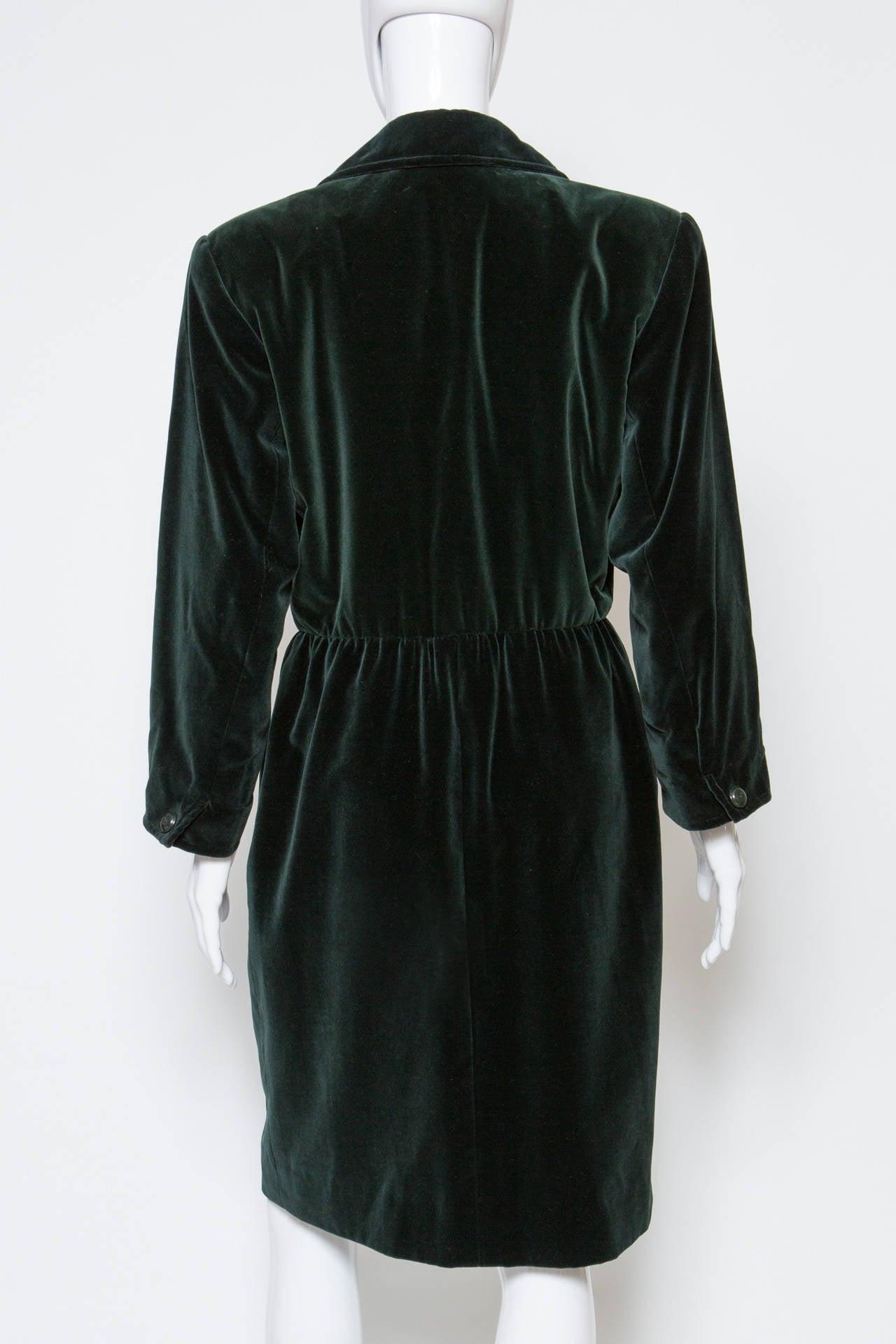 1980s  Yves Saint Laurent Green Velvet Coat In Excellent Condition For Sale In Paris, FR