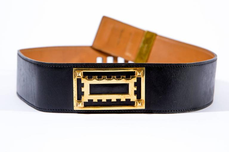 Rare and authentic, vintage Hermes Medor « Collier De Chien » black box leather belt featuring plated gold hardware details, the interior is in camel leather with Hermes Paris stamp. This belt is best to wear at the waist size. 