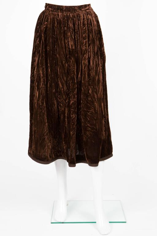 Brown velveteen long skirt from Yves Saint Laurent Vintage featuring a high waist, sides pockets, bottom cotton piping. In excellent vintage condition. Made in France. Label size: 36fr Estimated size:36fr  We guarantee you will receive this