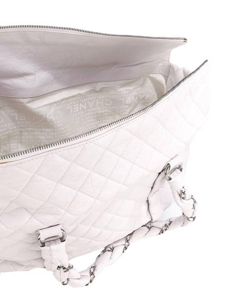 Large Off White Chanel Quilted Lambskin Tote Bag In Excellent Condition For Sale In Paris, FR