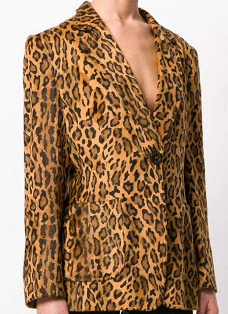 Moschino brown leopard print blazer featuring notched lapels, a front button fastening, two front pockets, long sleeves, a rear central vent, a straight hem, a full lining and a fitted silhouette.  In excellent vintage condition. Made in