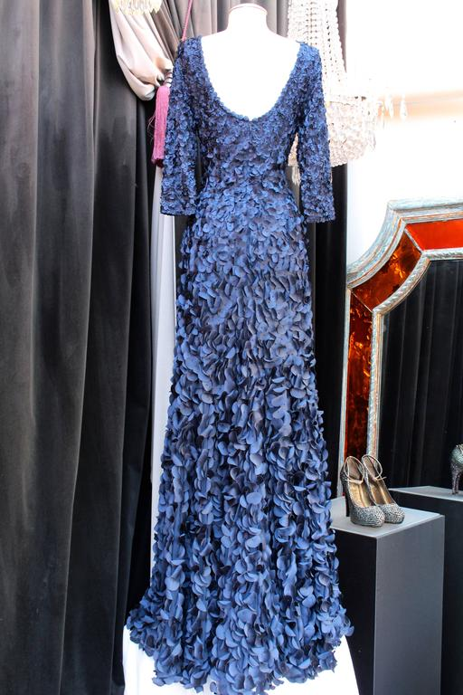 2010s Helene Gainville Paris Dark Blue Silk Petals Evening Gown In Excellent Condition For Sale In Paris, FR