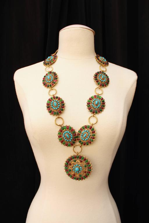 CHANEL (Made in France) Large statement necklace from the atelier Gripoix for Chanel, comprising of 10 oval medallions holding one large round one, composed of openwork gilt metal with poured glass paste in emerald, ruby and turquoise colors.