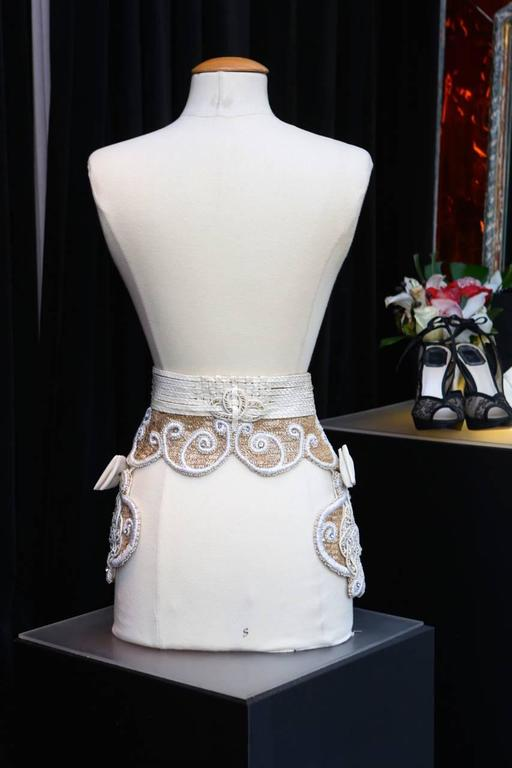 Early 1990s Christian Dior Waistband with Gilt and White Embroideries In Excellent Condition For Sale In Paris, FR