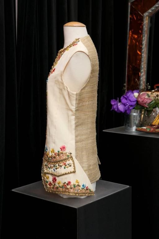CHRISTIAN LACROIX PARIS Beautiful waistcoat in ecru satin, embroidered with pink, blue, green, yellow and turquoise raffia in a floral motif. 