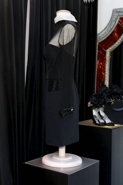 CHRISTIAN DIOR BOUTIQUE (Made in France) Sumptuous black bi-material cocktail dress with a removable silk white reversed collar and embroidered collar, pockets in trompe l'oeil and wrists with small shiny black beads.   The dress is constructed like
