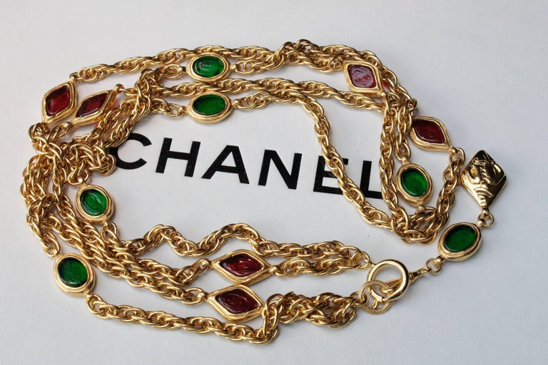 1990s, Chanel long gilded metal necklace with ruby and emerald elements For Sale 1