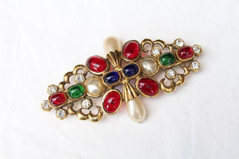 1984 Chanel gilted metal brooche with glass paste cabochons 4