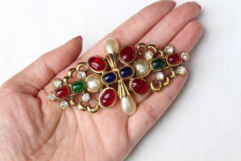 1984 Chanel gilted metal brooche with glass paste cabochons 5