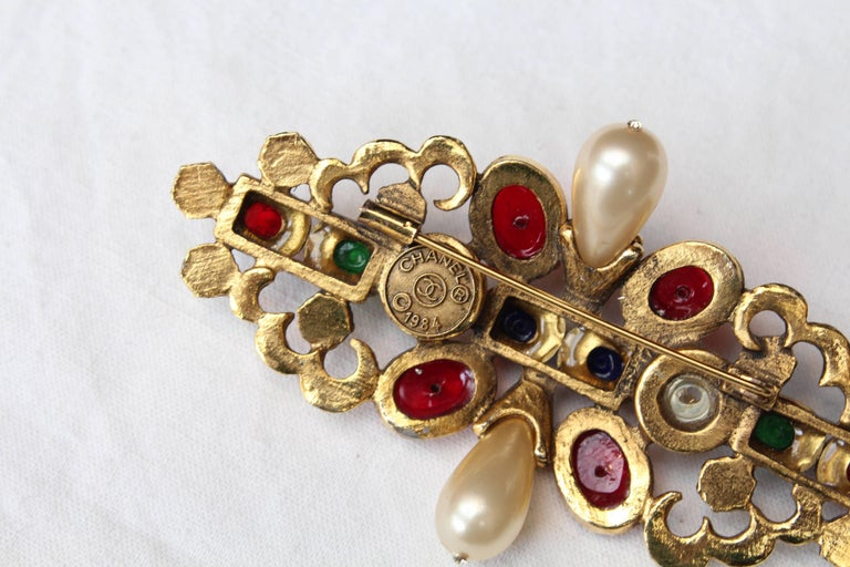 1984 Chanel gilted metal brooche with glass paste cabochons 6