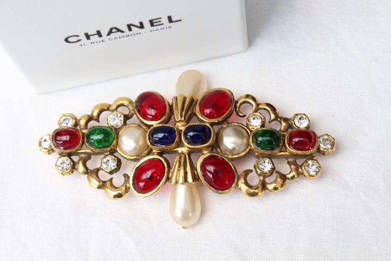 1984 Chanel gilted metal brooche with glass paste cabochons 3