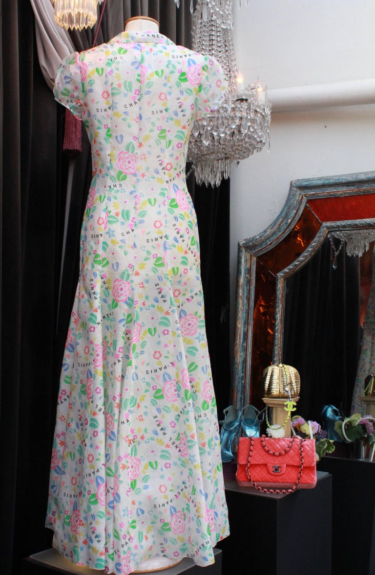 Chanel long dress in floral print silk, 1996  In Excellent Condition For Sale In Paris, FR