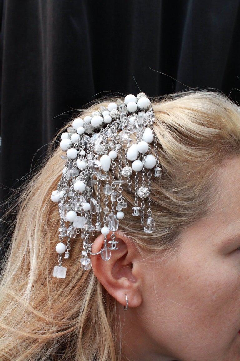 2010s Chanel hair comb embellished with white beads, crystal and rhinestones In Excellent Condition For Sale In Paris, FR