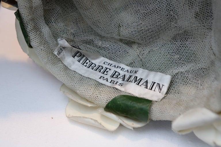1950s Pierre Balmain fashion show flowery hat For Sale 2