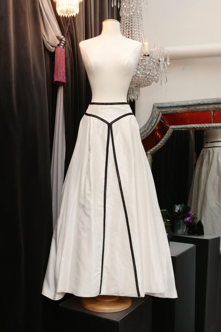 Women's Loris Azzaro white silk taffeta set with sequins and black beads embroideries For Sale