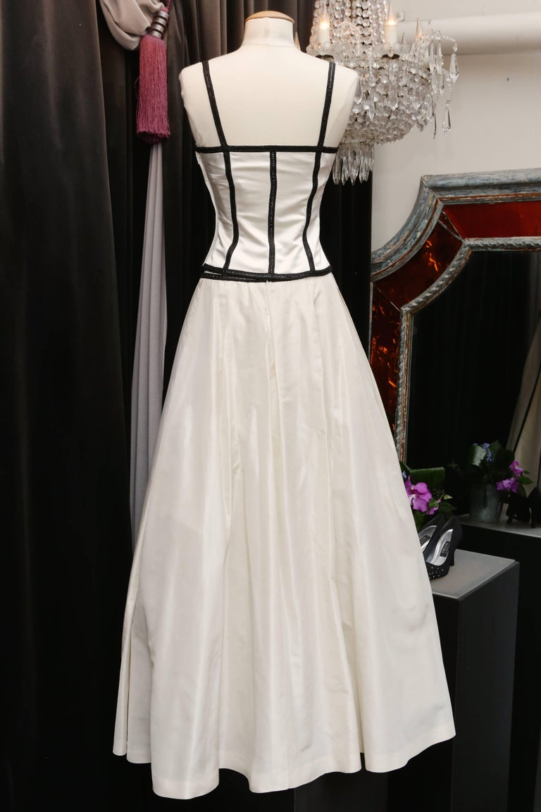 Gray Loris Azzaro white silk taffeta set with sequins and black beads embroideries For Sale