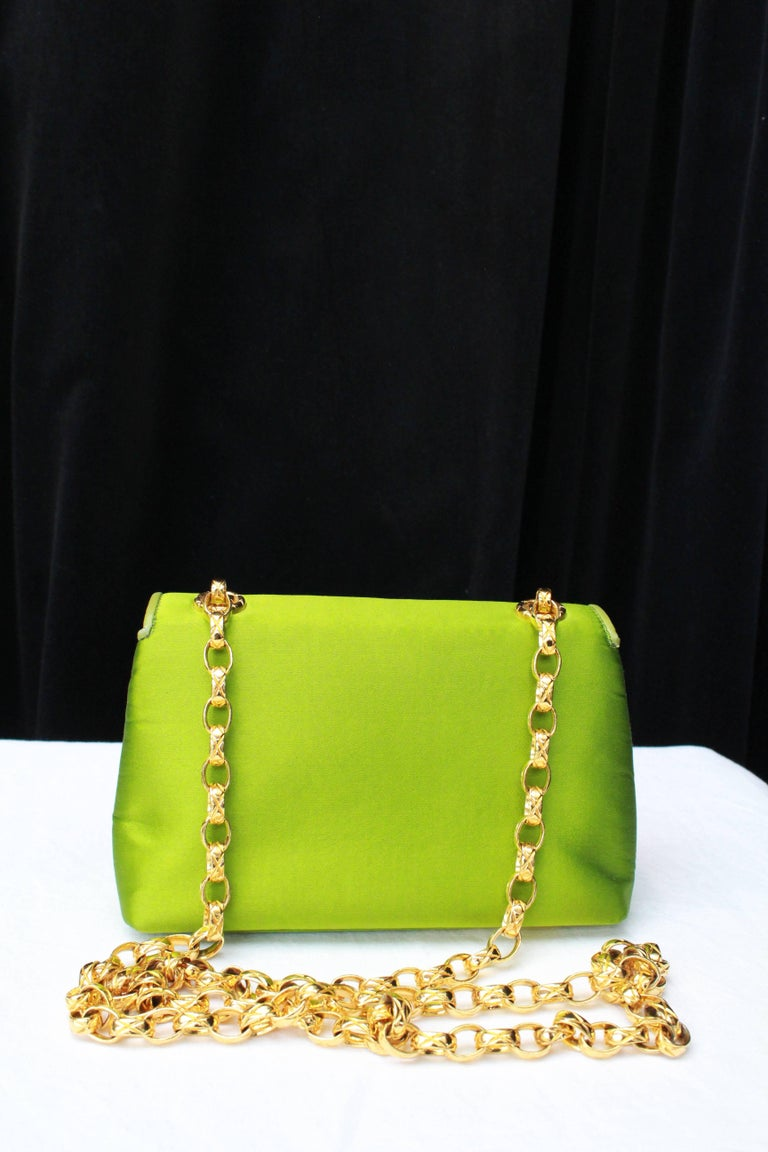 Chanel green satin jewel evening bag In Excellent Condition For Sale In Paris, FR